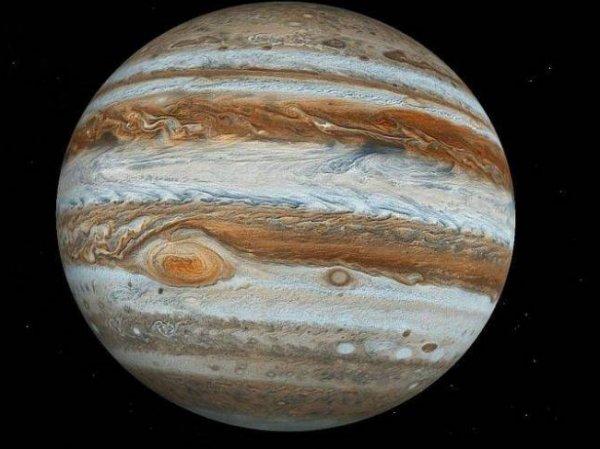 Ученые показали ФОТО гигантского вихря на Юпитере