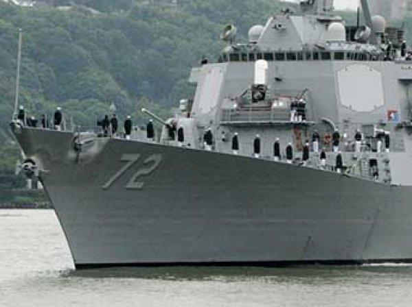 Военный корабль США обстрелял иранские катера