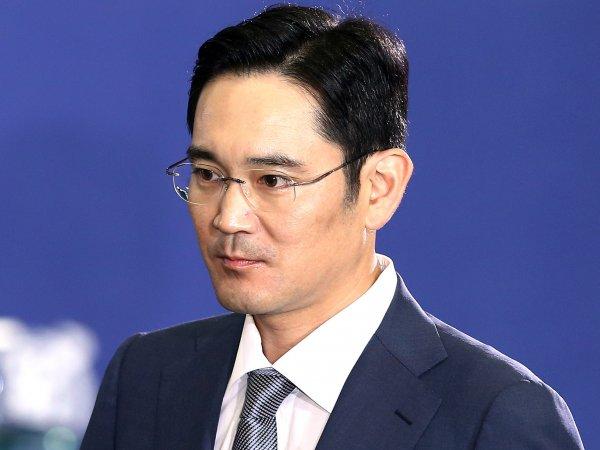 Суд арестовал главу Samsung по обвинению во взяточничестве