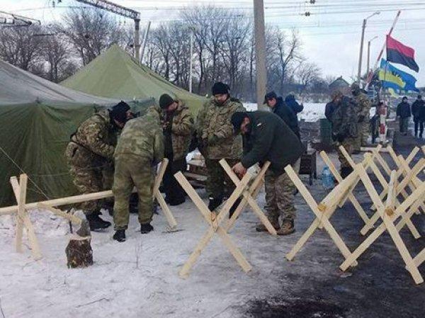 На Украине начался штурм участников блокады Донбасса: есть раненые (ВИДЕО)