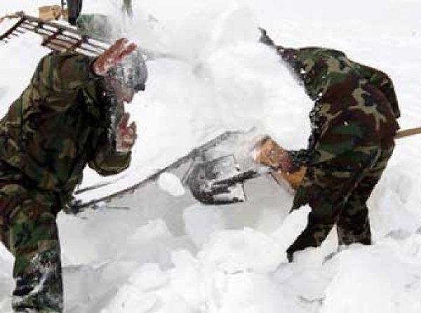 Семь военных погибли из-за схода лавины в Казахстане