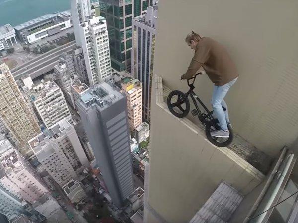 YouTube шокирован ВИДЕО заезда руфера на велосипеде по небоскребу в Гонконге