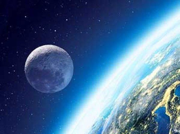 Ученые назвали срок, когда Луна упадет на Землю