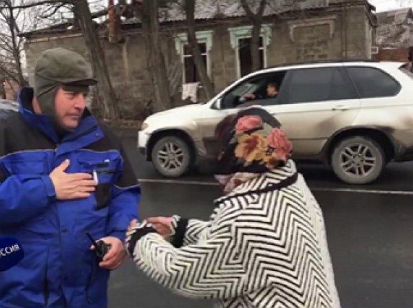 """""""Заберите Порошенко"""": жительница Донецка попросила наблюдателя ОБСЕ отдать Порошенко Трампу"""