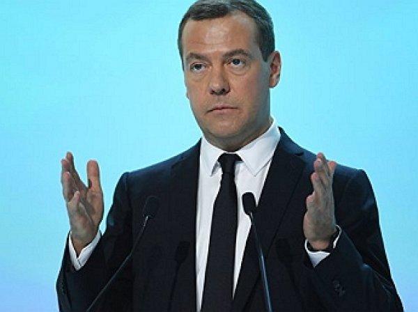 Медведев призвал готовиться к «неопределенно долгой» жизни под санкциями