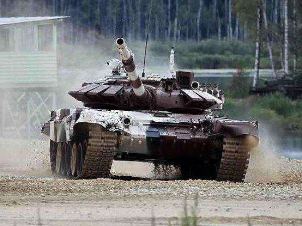 Песков прокомментировал поставку танков ополченцам Донбасса