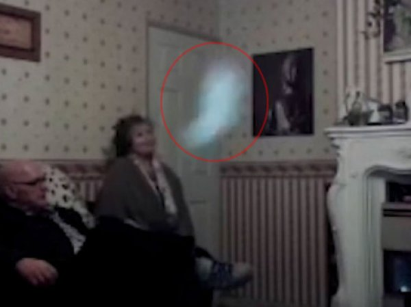 YouTube шокирован ВИДЕО призрака, мешающего выйти замуж 52-летней британке