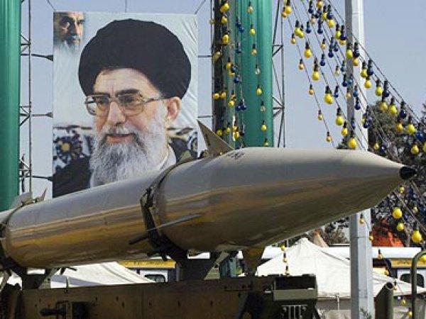"""Иран пригрозил обрушить на врагов """"град ревущих ракет"""" после санкций США"""
