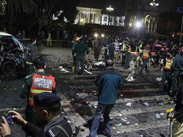 В Сеть попало ВИДЕО взрыва смертника в Пакистане