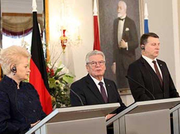 В резиденции главы Латвии на встрече с лидерами ФРГ, Литвы и Эстонии рухнула люстра