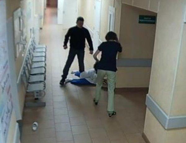 YouTube шокирован ВИДЕО жуткого избиения пациентом врачей в больнице Новгорода