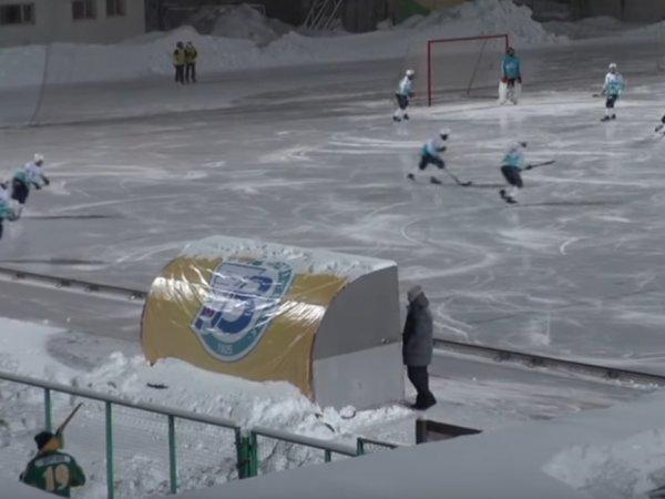 В матче чемпионата России по хоккею с мячом команды забили 20 голов в свои ворота (ВИДЕО)