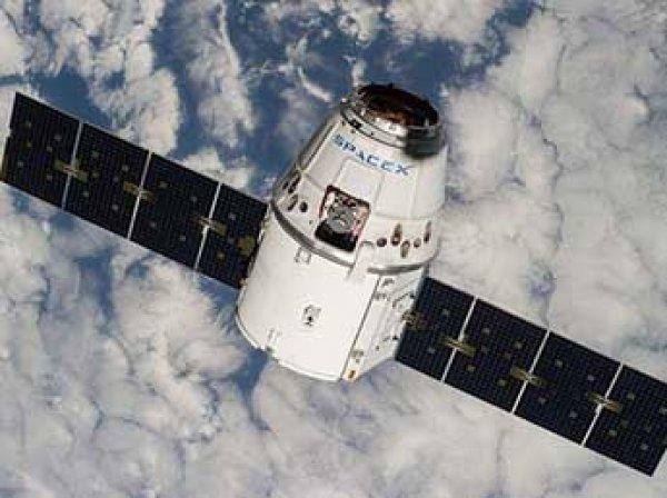 Космический грузовик SpaceX Dragon не смог состыковаться с МКС