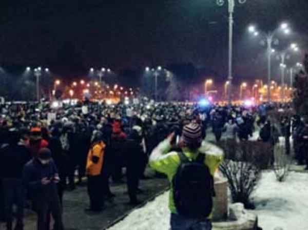Сотни тысяч человек вышли в Румынии на антиправительственные акции протеста (ВИДЕО)