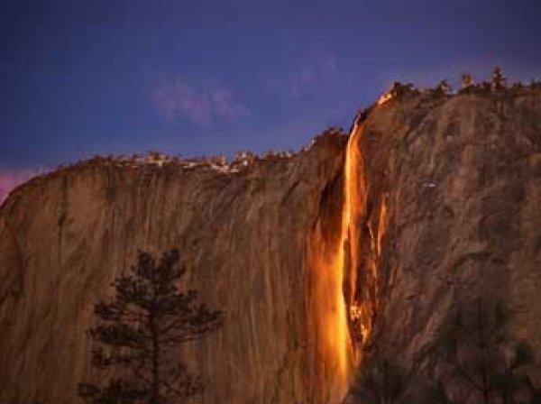 """В Калифорнии водопад Лошадиный хвост превратился в """"огнепад"""" (ФОТО, ВИДЕО)"""