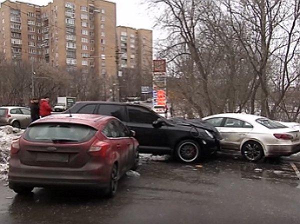 Момент смертельного наезда Porsche Cayenne на пешехода попал на видео