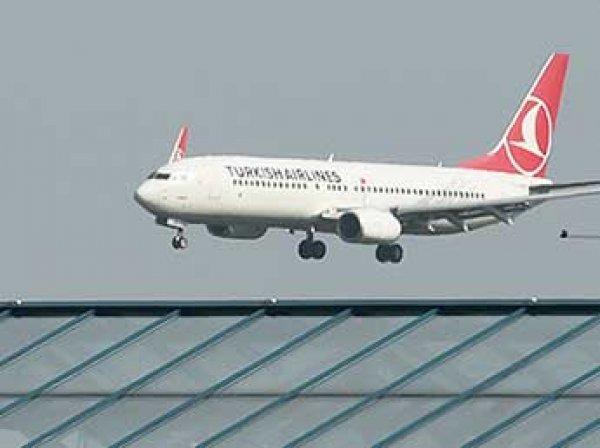 В аэропорту Стамбула самолет с пассажирами протаранил автобус