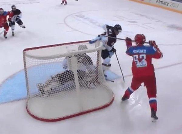 Российский хоккеист забросил шайбу на Универсиаде в стиле Гранлунда (ВИДЕО)