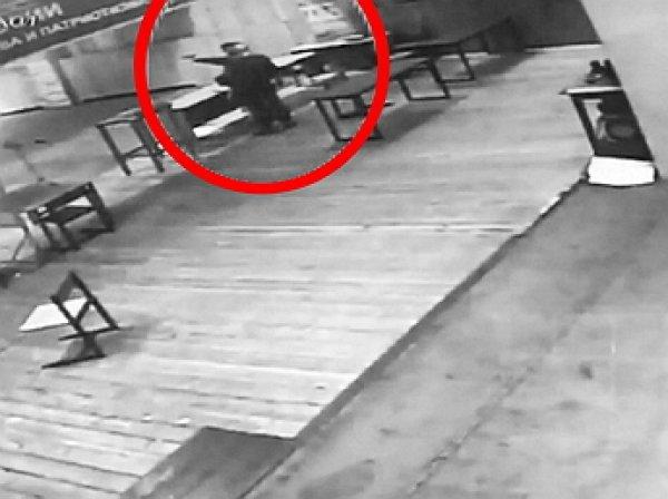 YouTube ВИДЕО расстрела подростком инструктора в тире попал в Сеть