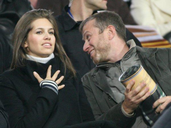 Папарацци застукали жену Абрамовича за поцелуями с другим мужчиной (ФОТО)