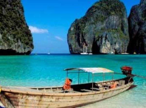 В Таиланде туристке из России грозит тюрьма за кормление рыб хлебом