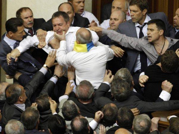 На YouTube появилось ВИДЕО драки депутатов Рады из-за поста в Facebook