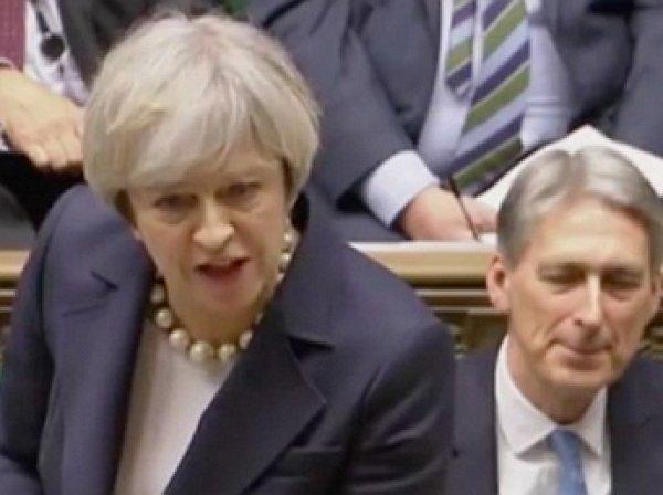 """""""Я руковожу страной!"""": Тереза Мэй жестко ответила лидеру лейбористов по поводу Трампа"""