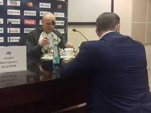 Белорусский журналист съел газету, когда ошибся с прогнозом (ВИДЕО)