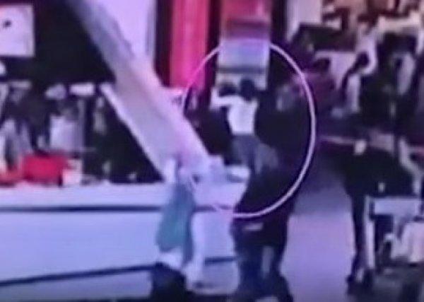YouTube ВИДЕО убийства брата лидера КНДР Ким Чон Нама появилось в Сети