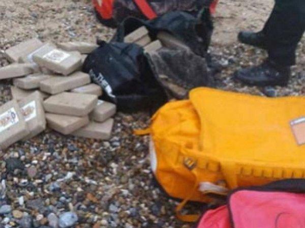 К берегам Англии прибило ящики с 360 кг кокаина