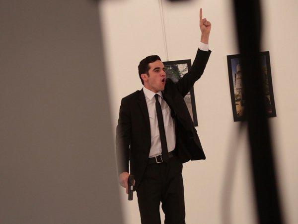 ФОТО убийства посла Карлова названо снимком года World Press Photo