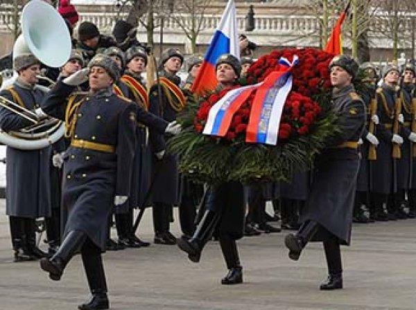 Госдума предложила перенести День защитника Отечества на август