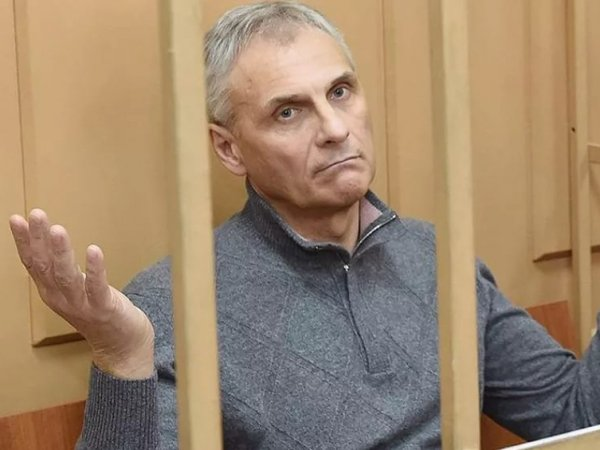 """Экс-губернатор Сахалина потребовал от следствия показать """"ручку за 36 миллионов рублей"""""""