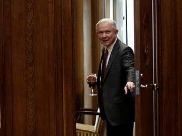 СМИ: новый генпрокурор США скрыл от Конгресса встречи с послом РФ