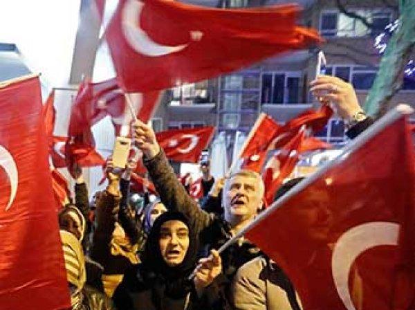 Турция не пустила голландского посла в страну и приостановила дипотношения с Нидерландами