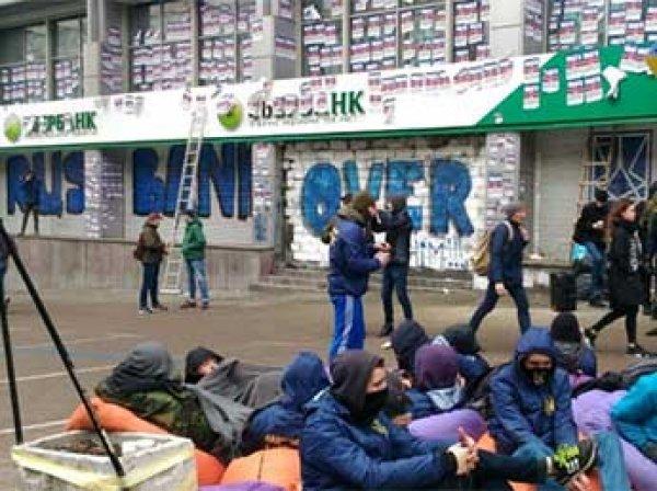 Порошенко отвел сутки на разработку санкций против российских банков