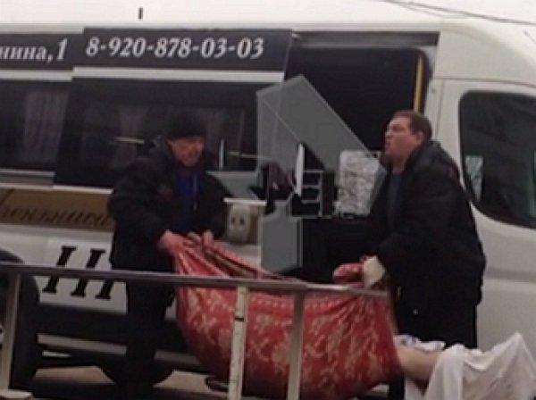 YouTube шокировало ВИДЕО глумящихся над покойницей циничных ритуальщиков