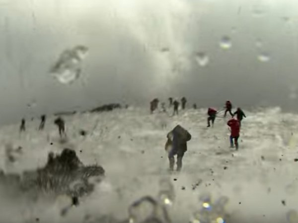 YouTube ВИДЕО начала извержения вулкана Этна едва не стоило репортерам BBC жизни