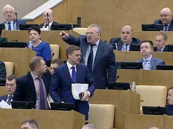 «Расстреливать и вешать!»: Жириновский в Госдуме набросился на единороссов (ВИДЕО)