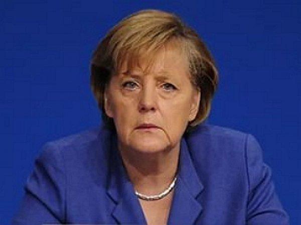 Фрау Гитлер: Меркель в нацистской форме появилась на обложке журнала