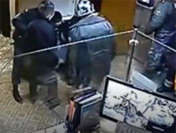 Во время визита Чайки на Урал мужчина совершил самосожжение в прокуратуре Первоуральска