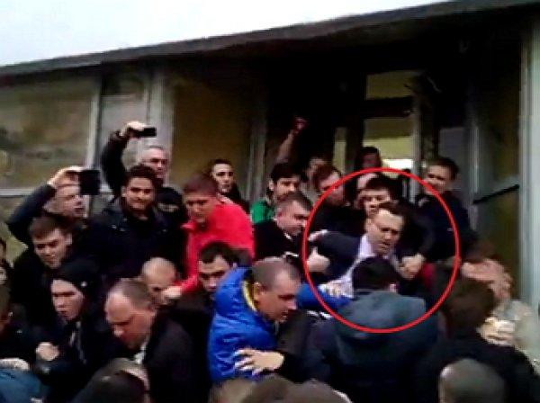 Нападение на Навального в Волгограде попало на ВИДЕО