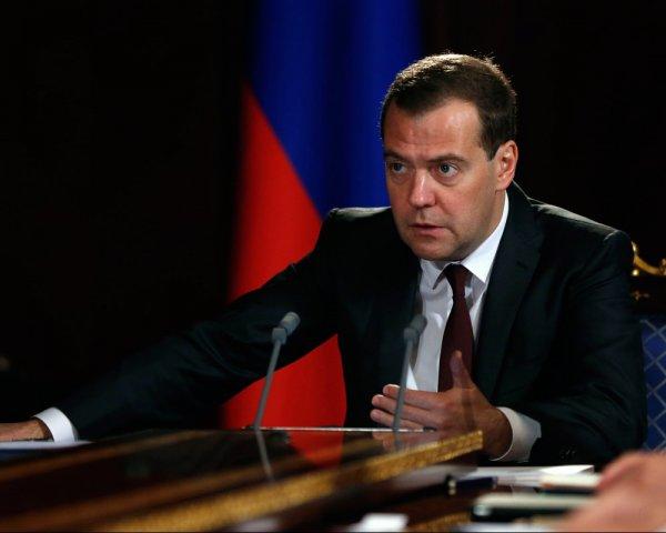 """""""Будильник себе ставьте в разные места"""": Медведев унизил министра Ткачева"""