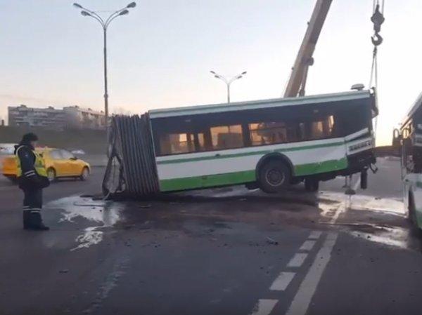 Авария на МКАД 30 марта 2017: фура разорвала пополам рейсовый автобус (ВИДЕО)