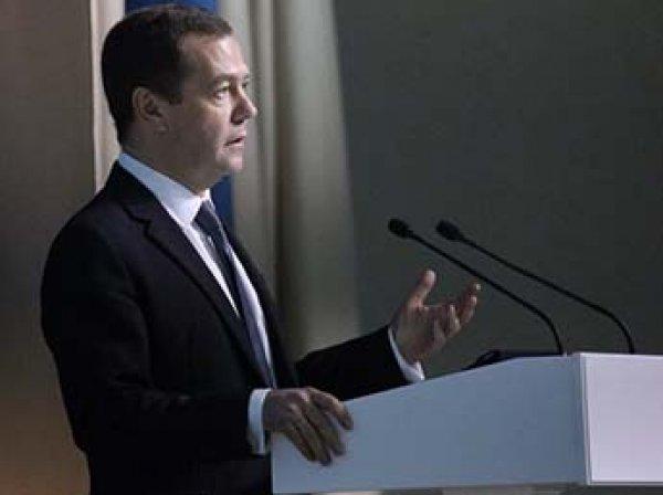 Социологи: половина россиян поддерживает отставку Медведева