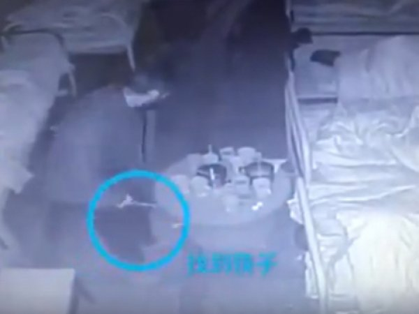 YouTube ВИДЕО: в Китае псих убил трех человек палочками для еды