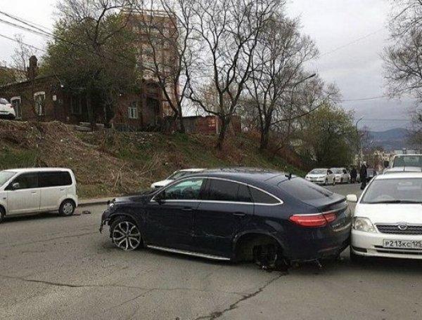 Во Владивостоке спасая кошку, автоледи разбила 11 машин