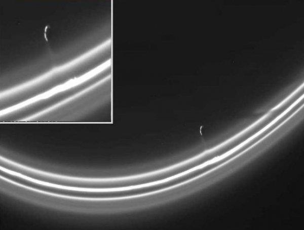 YouTube ВИДЕО с пришельцами в кольцах Сатурна найдено в архивах NASA