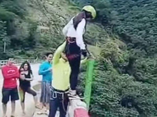 Туристка из Боливии совершила неудачный банж-прыжок с моста