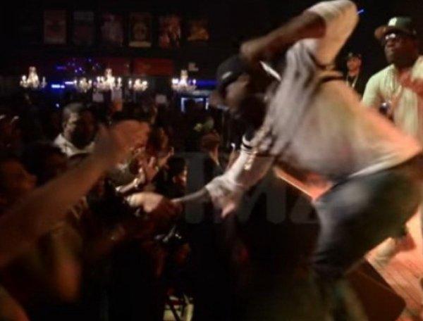 Рэпер 50 Cent ударил фанатку во время выступления